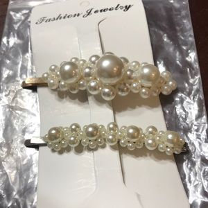 Set of 2 pearl hair clips